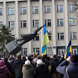 В Украине еще осталось до двух тысяч памятников Ленину