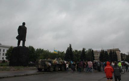 В Краматорске украинские военные помешали сносу Ленина