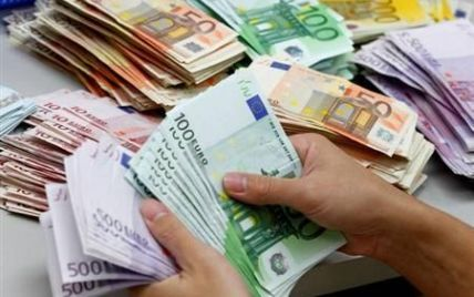 Доллар снова немного подешевел, а евро подорожал – курсы валют Нацбанка