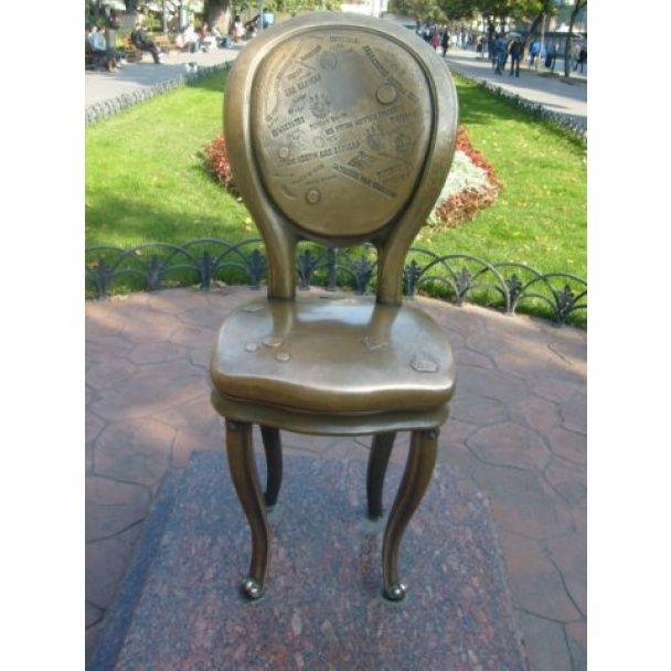 Памятник 12-му стулу. / © Фото из соцсетей