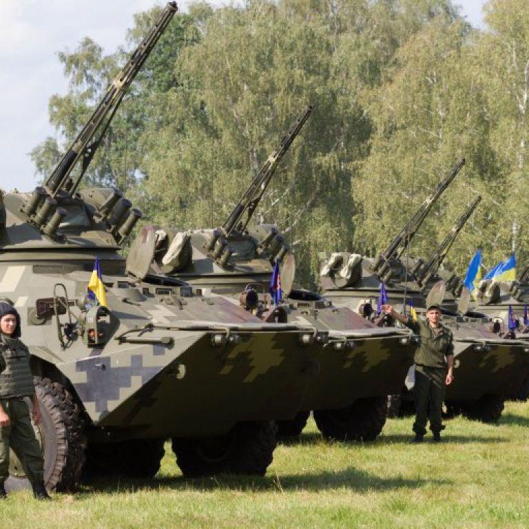 """Яценюк заверил, что """"военный налог"""" будет временным"""