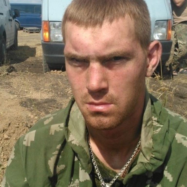 """Російські ЗМІ """"під копірку"""" розповіли, як в Україну потрапили затримані десантники"""