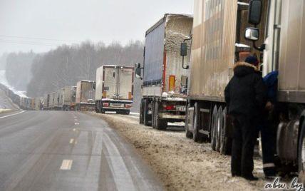 Білорусь відреагувала на дії Кремля тотальним обшуком російських фур на кордоні