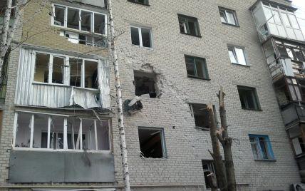 Бойовики обстрілюють Авдіївку: снаряди влучають у житлові будинки, є поранені