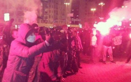 Концерт Ані Лорак спровокував масові заворушення з димовими шашками та бійками в Києві