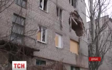 """На Луганщині бойовики продовжують снарядами """"Градів"""" руйнувати села та вбивати людей"""