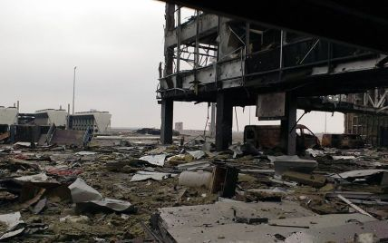 """Бойовики підірвали перекриття нового терміналу, багато """"кіборгів"""" поранені - радник президента"""