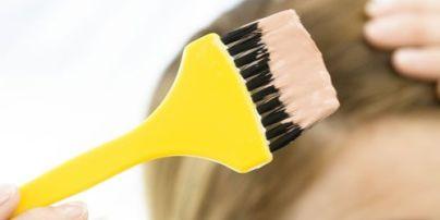 """Хімічні опік після фарбування волосся: """"перукарка"""" із Сарн не має відповідної освіти"""