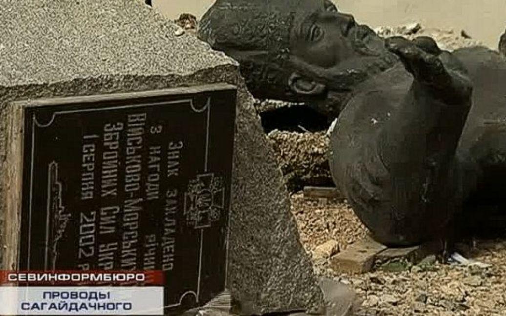Демонтовані пам'ятник Сагайдачному і стела до 10-річчя ВМС України в Севастополі / © sevastopol.su