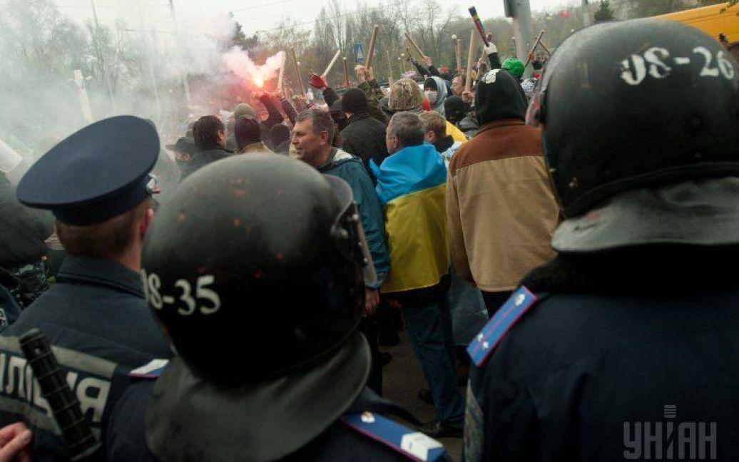 Сепаратистов окружили и забросали яйцами / © УНІАН