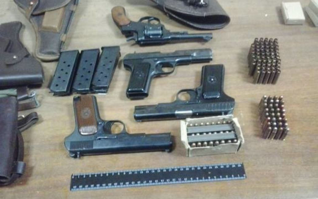 СБУ перехватила оружие, которое продавали террористам на Донбассе / © facebook.com/stukini