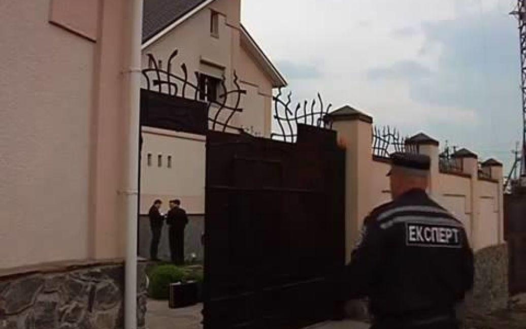 Неизвестные в камуфляже подожгли дом соседа Царева / © Facebook/Олег Царьов