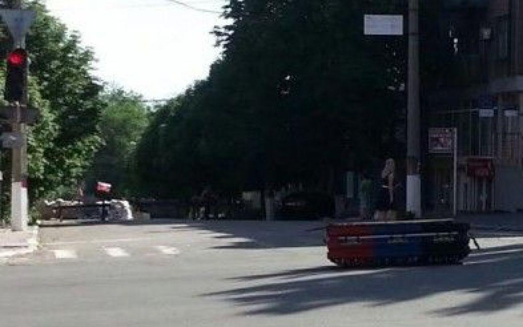 "Гроб оставили возле штаба ""ДНР"" / © 0629.com.ua"