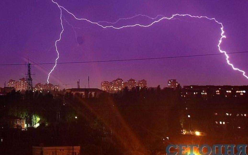 Гроза снова сопровождалась молниями и громом / © Сегодня