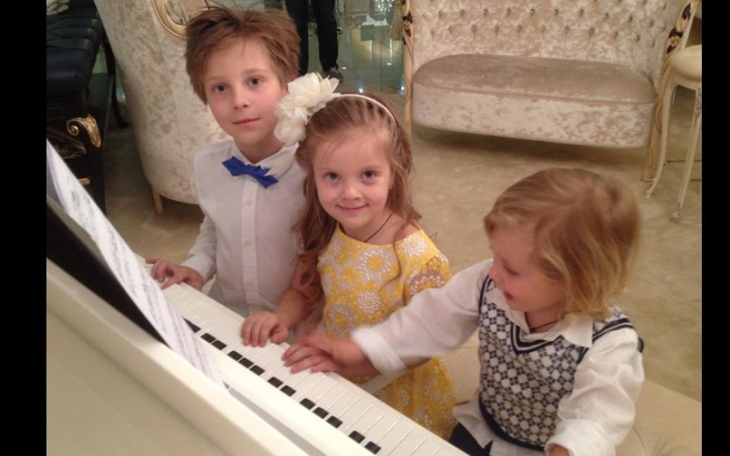 Єгорова знялася у фотосеті разом з дітьми / © Константин Буновский