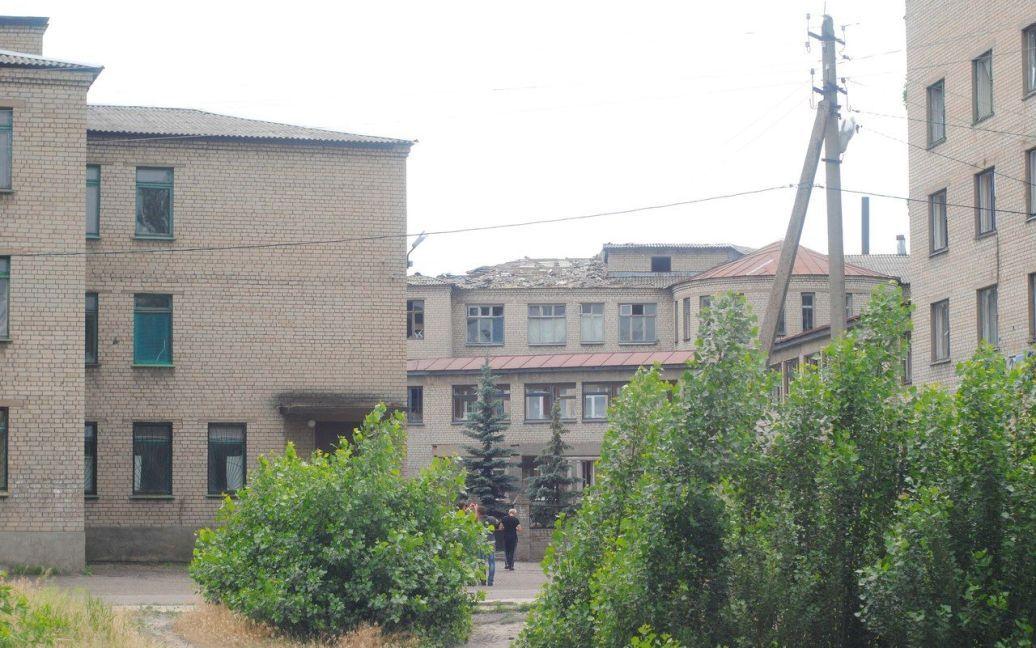 Террористы обстреляли здание больницы / © vk.com/liman_storona