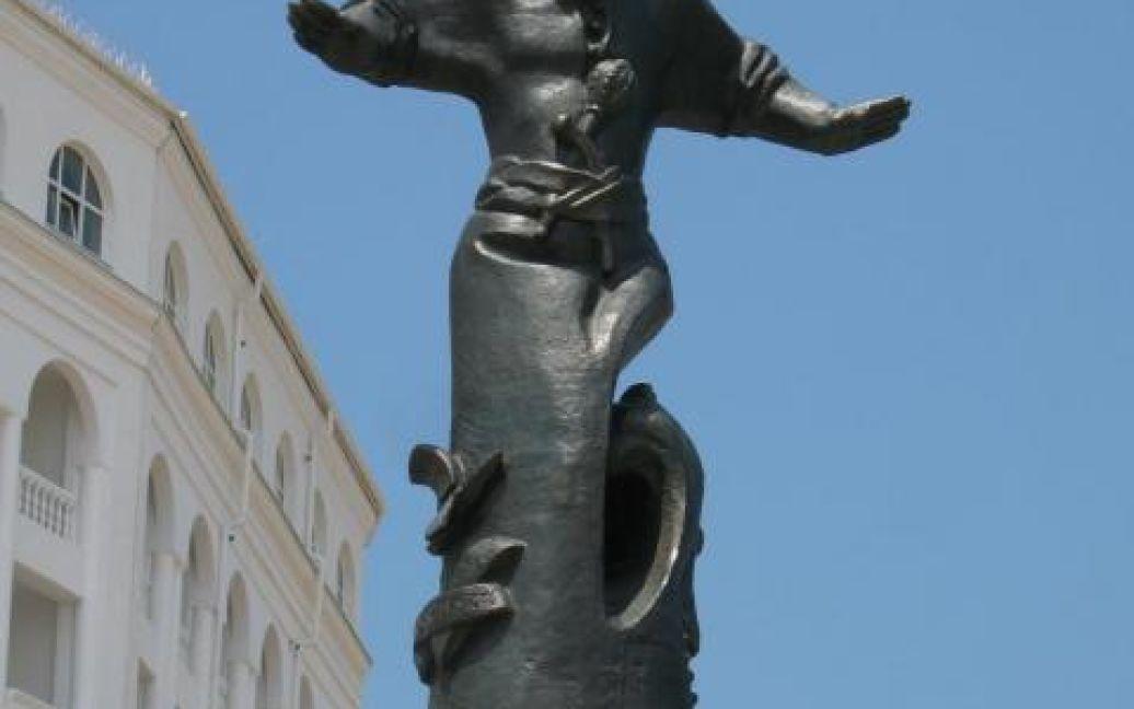 Пам'ятник Сагайдачному стояв на одній із центральних площ Севастополя / © sevastopol.su