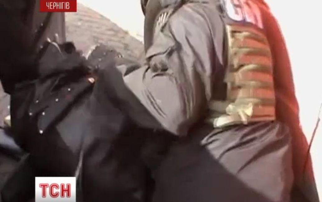 Задержанный российский шпион был вооружен двумя кинжалами / © euronews.com