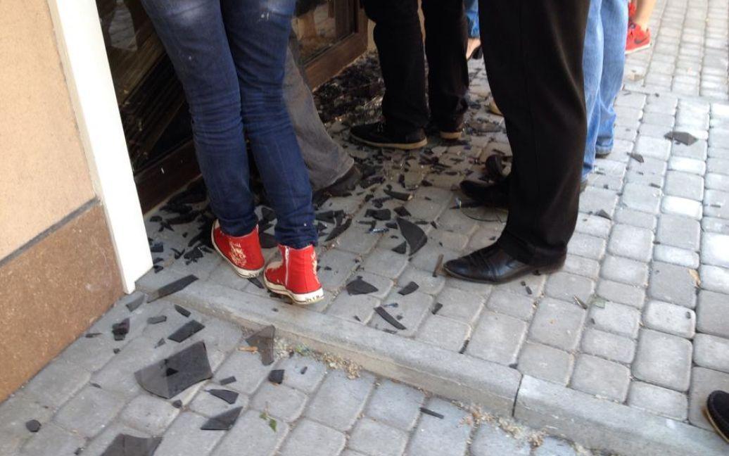 Журналисты штурмуют собственную редакцию / © ТСН.ua