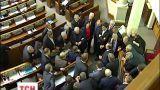 Регионалы и коммунисты демонстративно покинули сессионный зал парламента