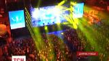 Грандиозным концертом с 3D эффектами поздравили выпускников в Днепропетровске