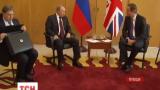 Британский премьер не пожал руки Путину во время встречи в Нормандии