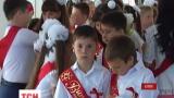 Ученики симферопольской украинской гимназии пришли на последний звонок в венках и вышиванках