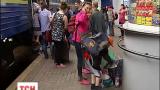 Сотни украинцев и полтысячи индусов прибыли сегодня в Киев из Луганска и Донецка