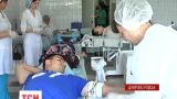 Сотни днепропетровцев согласились сдать кровь для раненых бойцов