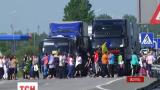Украинские женщины взяли в осаду трассу в направлении украинско-польской границы