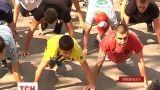 В Ивано-Франковске парни отжались от пола 25202 раза