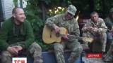 В Интернет выложили видео, на котором нацгвардийци поют песню мушкетеров