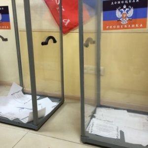 """""""Референдум"""" в Донецке: улицы пусты, а сторонники сепаратистов не знают, где голосовать"""