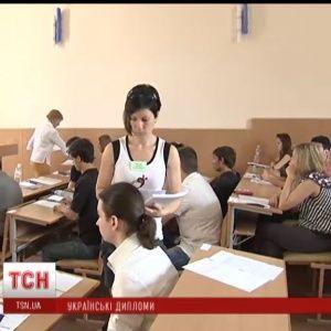 Кримські студенти й школярі цьогоріч отримають українські дипломи