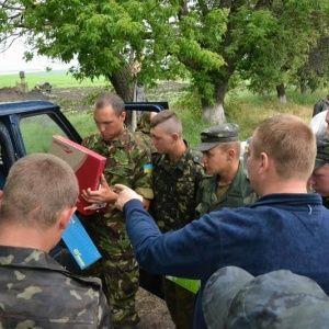 """Булатов привіз солдатам у зону АТО спортінвентар для """"розрядки"""""""