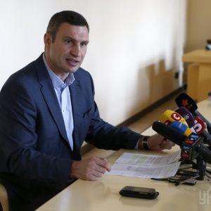 Кличко вже в'їхав у свій кабінет у Київраді, яку досі драять після мітингувальників