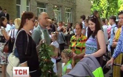Ярош прийшов на лінійку до доньки-випускниці з дружиною, синочком та онуком