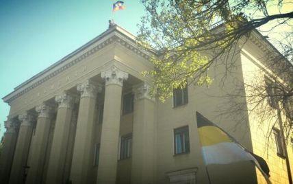 Сепаратисты ушли из здания донецкой телерадиокомпании, прихватив с собой флаг - СМИ