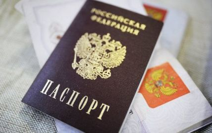 Російські паспорти Донбасу. Навіщо Москва дурить жителів окупованих територій