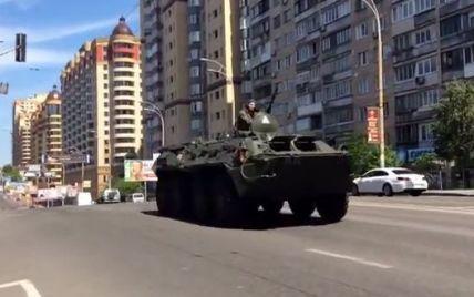 Минобороны вывело на улицы Киева БТРы для охраны общественного порядка