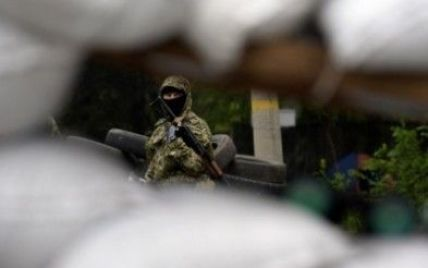 В Луганске после короткого перемирия возобновился бой пограничников с террористами