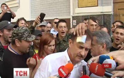 В Киеве Самооборона облила Попова водой и спиртом и обвинила в убийстве украинского народа