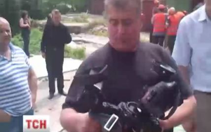Охранники угрожали журналистам ТСН расправой и сломали камеру