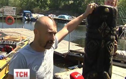 Киевляне в Днепре нашли статую Перуна, которую украли несколько лет назад вандалы