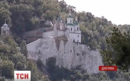 Сепаратисты закрыли для верующих Святогорскую Лавру и устроят в ней госпиталь