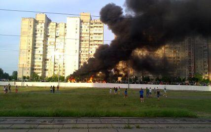 На Троещине полностью сгорел автобус