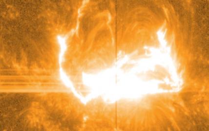 NASA впервые удалось заснять мощнейшую вспышку на солнце во всех подробностях