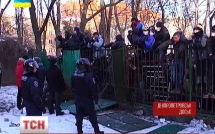 """В Днепропетровске следователи идентифицировали лишь 5 """"титушок"""" из 300, которые избили майдановцев"""