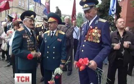 В Киеве на День Победы будут митинговать воины, коммунисты и регионалы с георгиевскими бантами