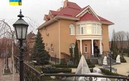 У маєтку Захарченка поселилася сім'я з шістьох осіб, а апартаменти Клюєва – під держохороною